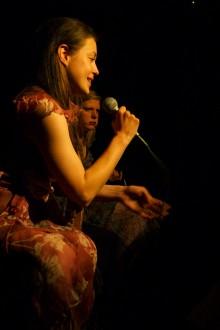 Nina Ivanišin Maruša Majer v predstavi Baba Babi Babo (foto: Andrej Hočevar)